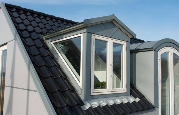 geïsoleerde dakplaten met dakpannen
